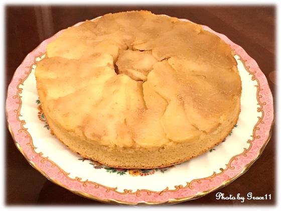グルテンフリー・アップルカラメルケーキとアンティーク陶器