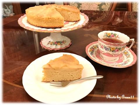 英国ヴィンテージカップとアップルカラメルケーキで午後のティータイム♪