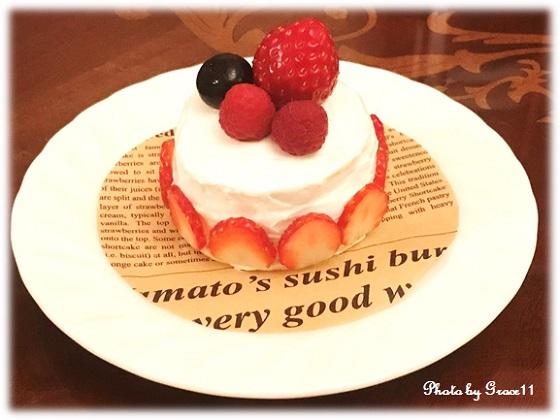フルーツたっぷり!愛犬のためのバースデーケーキ♪