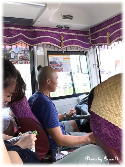 ツアーバスに乗ってハロン湾クルーズの拠点トゥアンチャウマリーナへ!