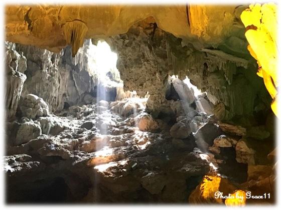 ティエンクン洞 鍾乳洞 差し込む光