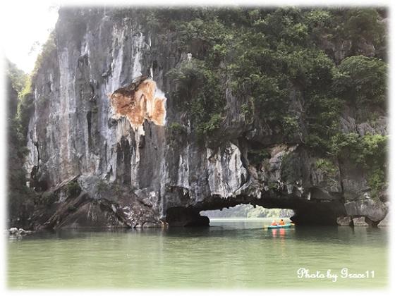 ハロン湾 バンブーボートで洞窟巡り