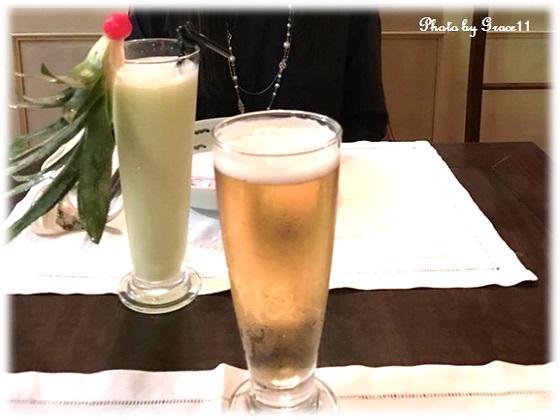ハノイのレストラン クラブオペラノベルにて グアバジュースとベトナムビールで乾杯!
