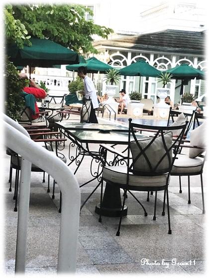 ソフィテル・レジェンド・メトロポールの中庭 プールサイド