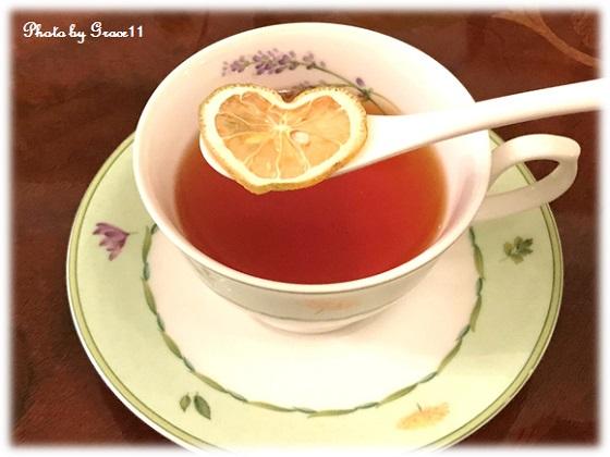 ハート型のドライレモンがかわいいフロートレモンティー