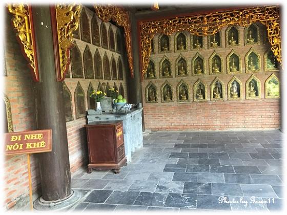 バイディン寺☆壁面に埋め込まれた黄金の仏像