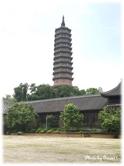 バイディン寺☆釈迦仏殿の広場から見える仏舎利塔