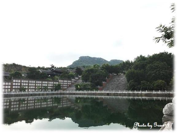 バイディン寺☆観世音殿と釈迦仏殿の間にある池