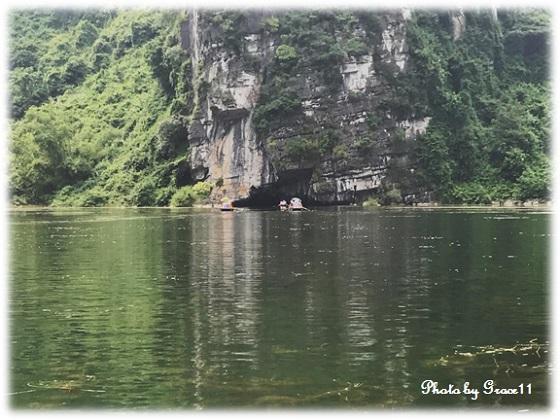 チャンアン景勝地☆絶壁に見える小さな洞窟の入口