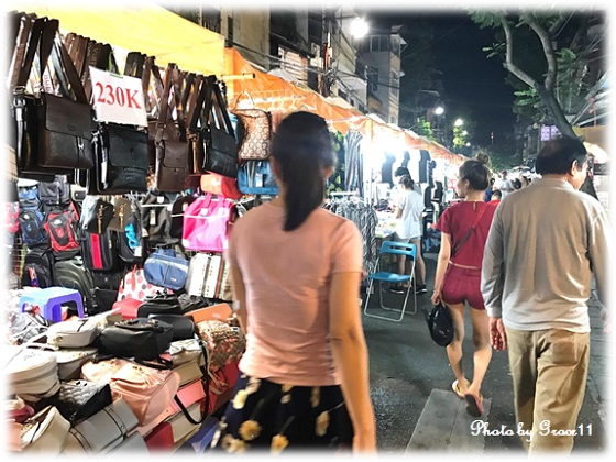 ハノイ旧市街のナイトマーケット