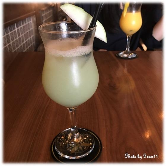ハノイのカフェにて、グアバジュースを♪
