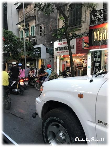 ハノイ旧市街の通り