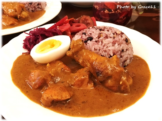 Kitchens of India Curry Paste で作ったバターチキンカレー 手作り福神漬けを添えて・・・