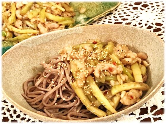 冷やしぶっかけそば with 豚肉とナスの辛し炒め アレンジレシピ