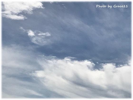 雲の動きが早い 曇り時々雨の日の空