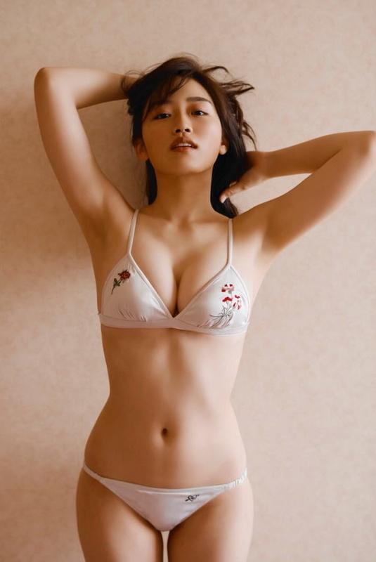 清水綾乃 Fカップ ビキニ 水着 女神ボディー グラビア画像