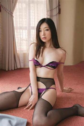 吉住はるな 紫の勝負下着 画像