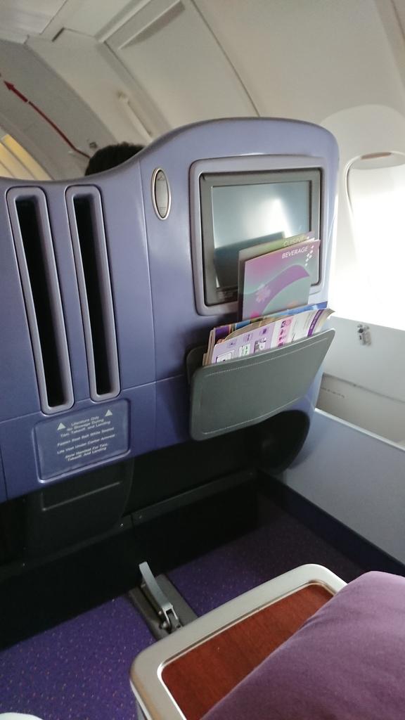 タイ国際航空 TG683便 B747 ビジネスクラス 液晶モニター 座席 シート 羽田 スワンナプーム国際空港