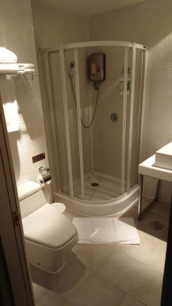 ミラクルトランジットホテル スワンナプーム国際空港 部屋 ルーム 洗面所 シャワー