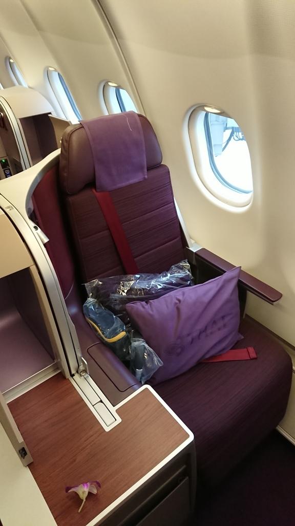 タイ国際航空 TG481便 ビジネスクラス 座席 シート A330-300 バンコク パース