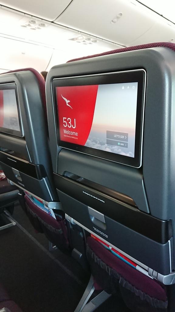 カンタス航空 QF10便 エコノミークラス 液晶モニター モニター パース メルボルン