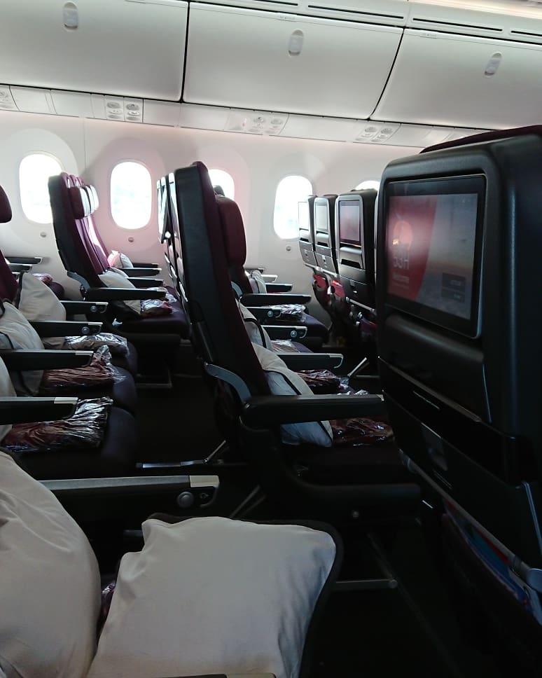カンタス航空 QF10便 エコノミークラス シート 座席 パース メルボルン