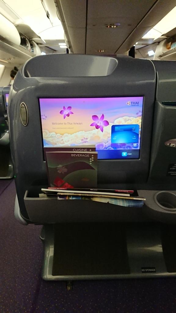 タイ国際航空 TG648便 ビジネスクラス 液晶モニター モニター バンコク 福岡