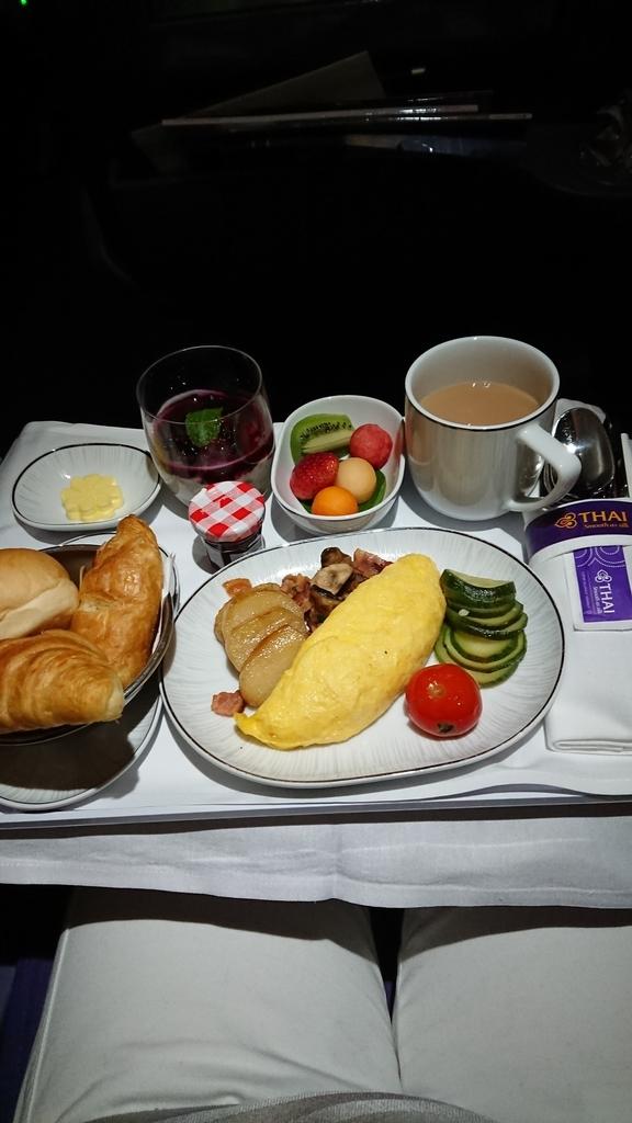 タイ国際航空 TG648便 ビジネスクラス 機内食 A330 バンコク 福岡