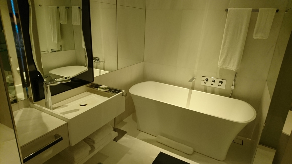 JWマリオットホテルシンガポールサウスビーチ デラックスキング バスルーム