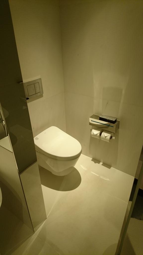 JWマリオットホテルシンガポールサウスビーチ バスルーム トイレ