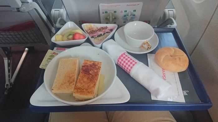 オーストリア航空 OS301便 ビジネスクラス 機内食
