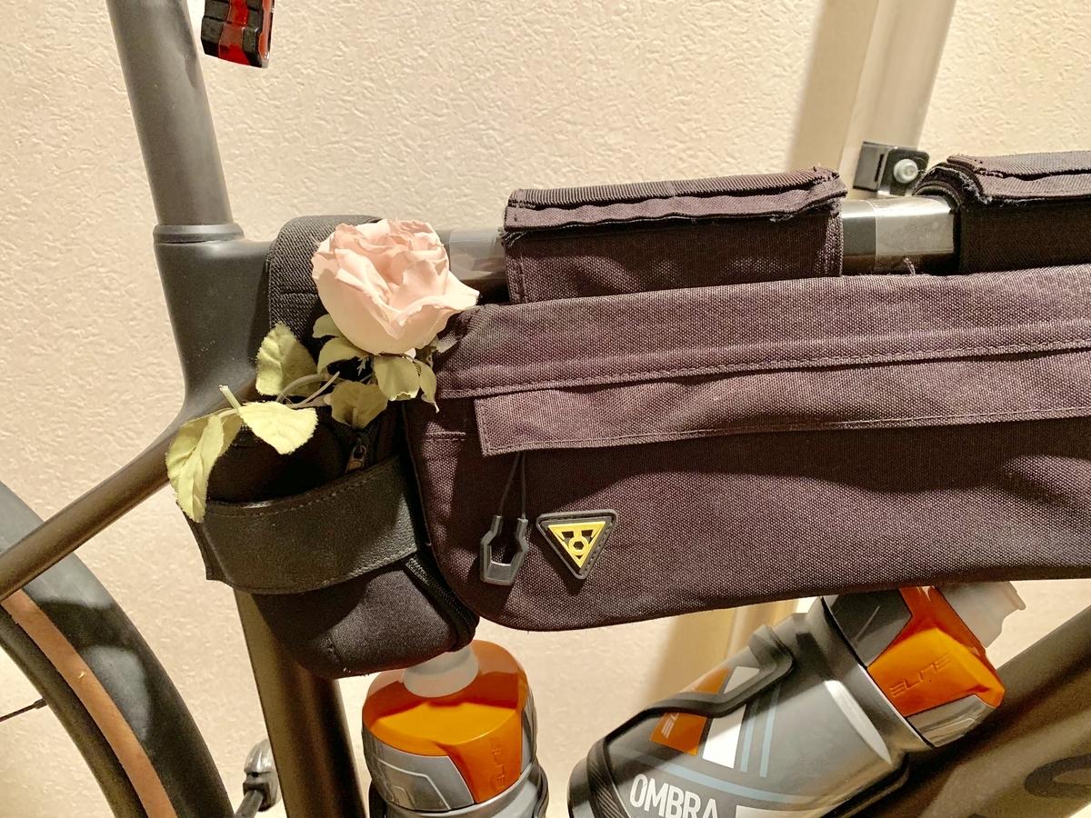 ミニフレームバッグと造花