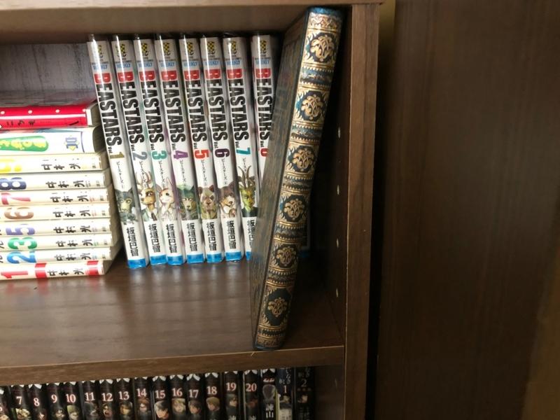 本棚の中にあるpaperblanks
