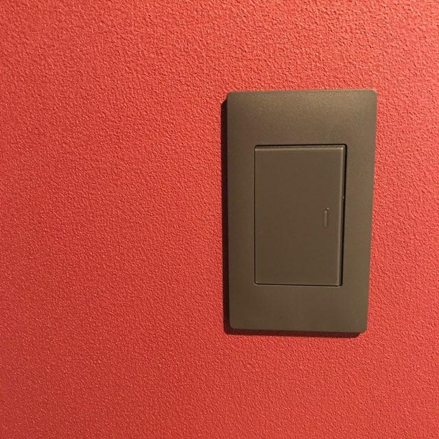 パナソニック・アドバンス:パントリー兼妻の作業スペースのスイッチ(マットグレー)