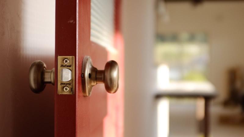 ナガイのリビングドア。イーストヘムロック・ノルディックレッド