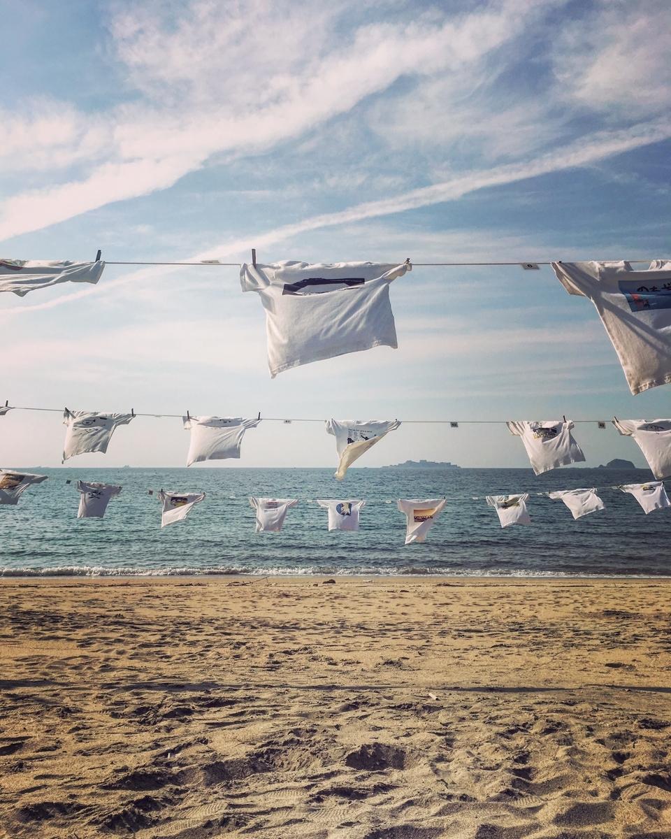 高浜海水浴場のTシャツアート展の写真