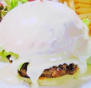 バークレーカフェのチーズシャワーハンバーガー