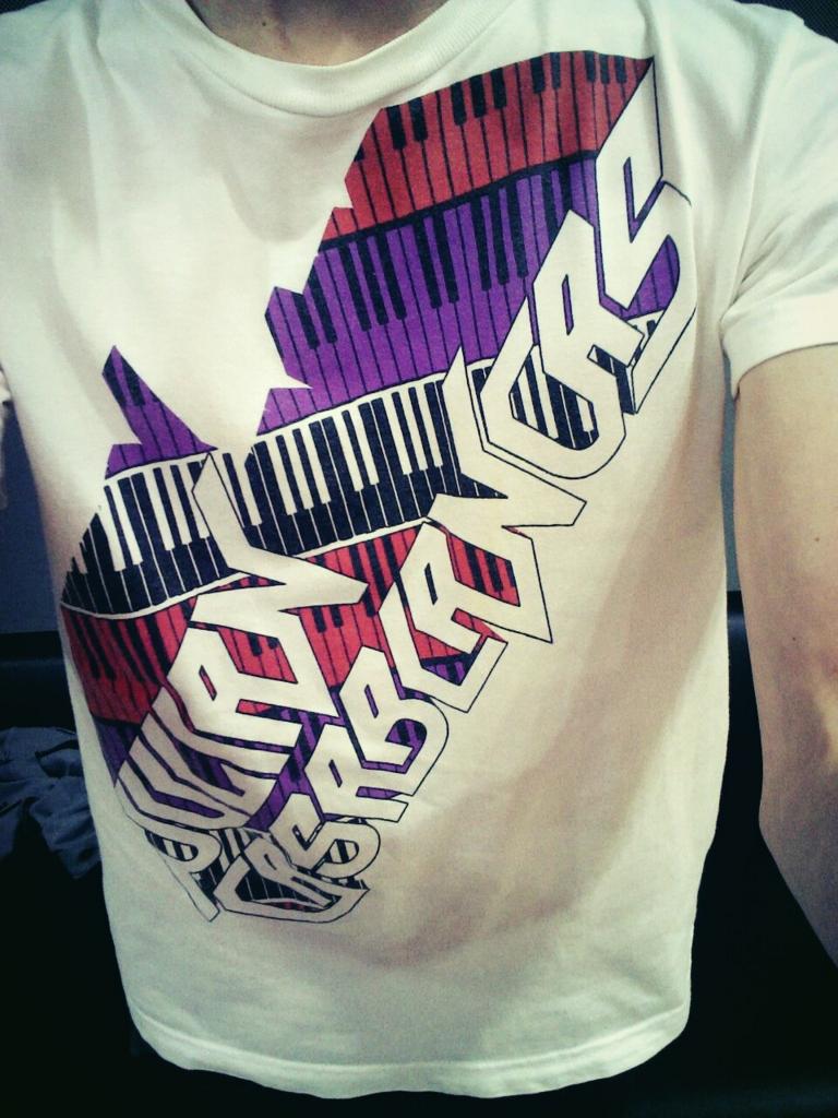ジュリアン・カサブランカスのTシャツ