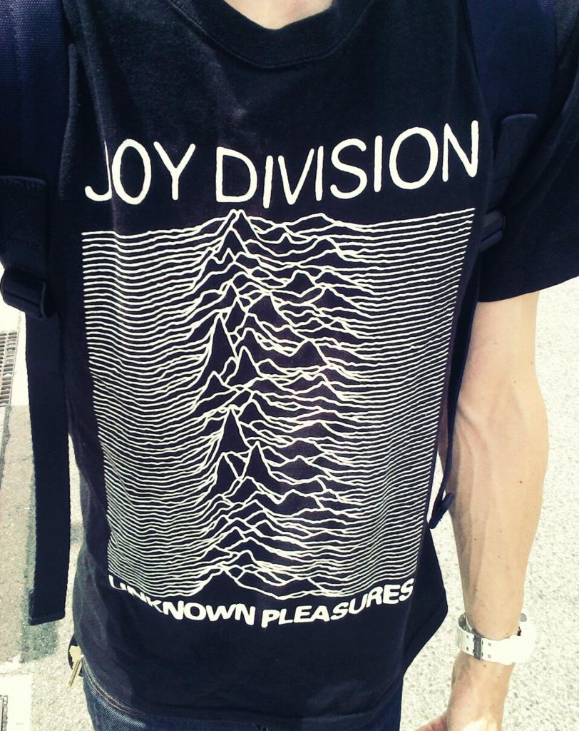 ジョイ・ディヴィジョンのTシャツ