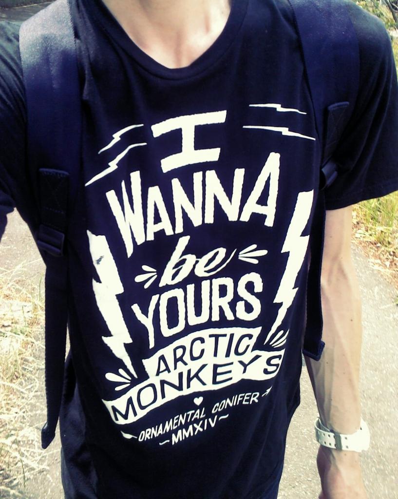 アークティック・モンキーズのTシャツ
