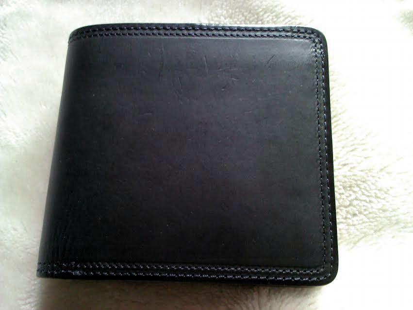 corbo.のスレート二つ折財布