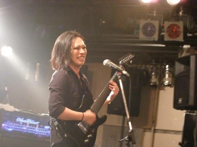 多弦ギター、ギタリスト、阪上直樹