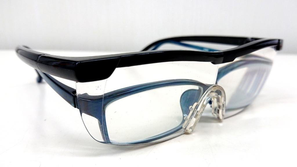 メガネの上から老眼