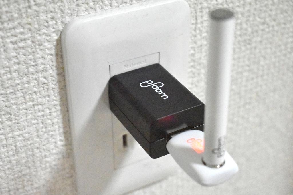 プルームテックUSBチャージャーは充電中に赤く光る