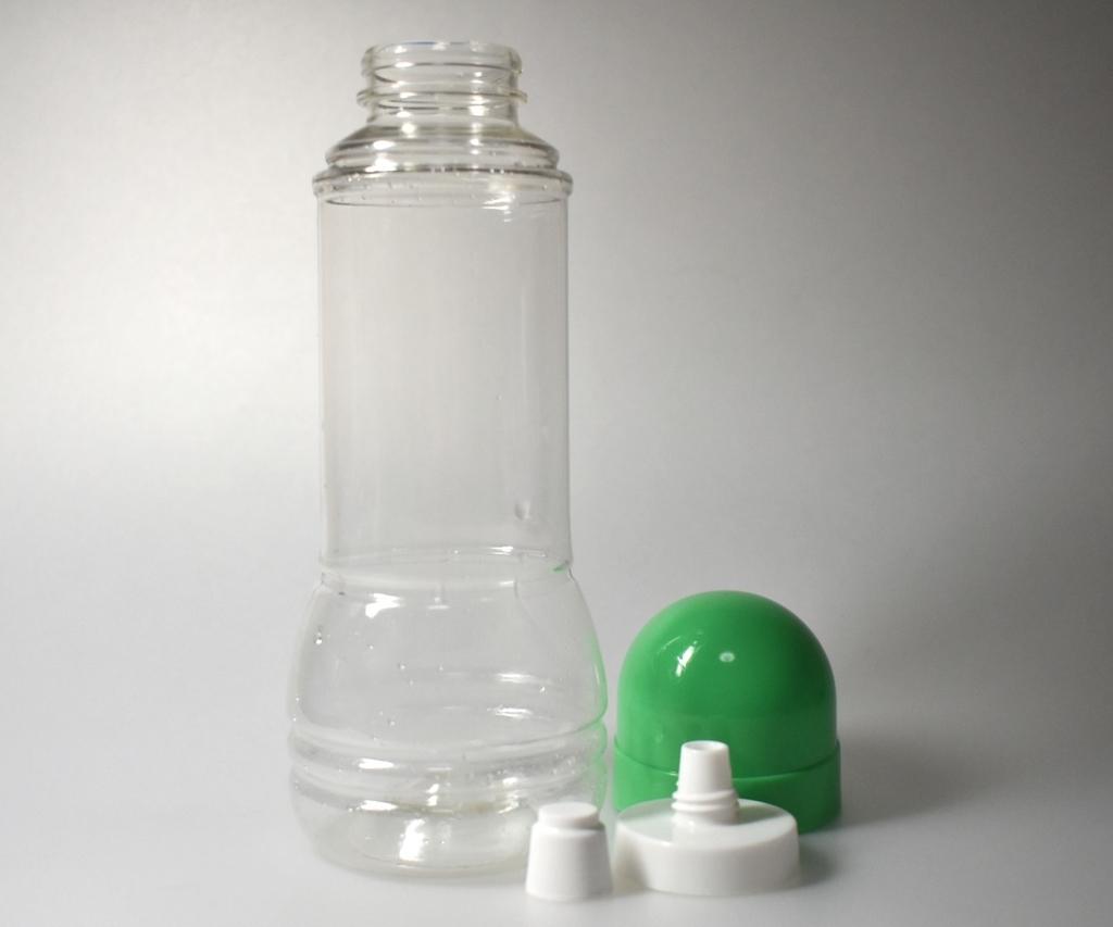 洗浄された空のボトル