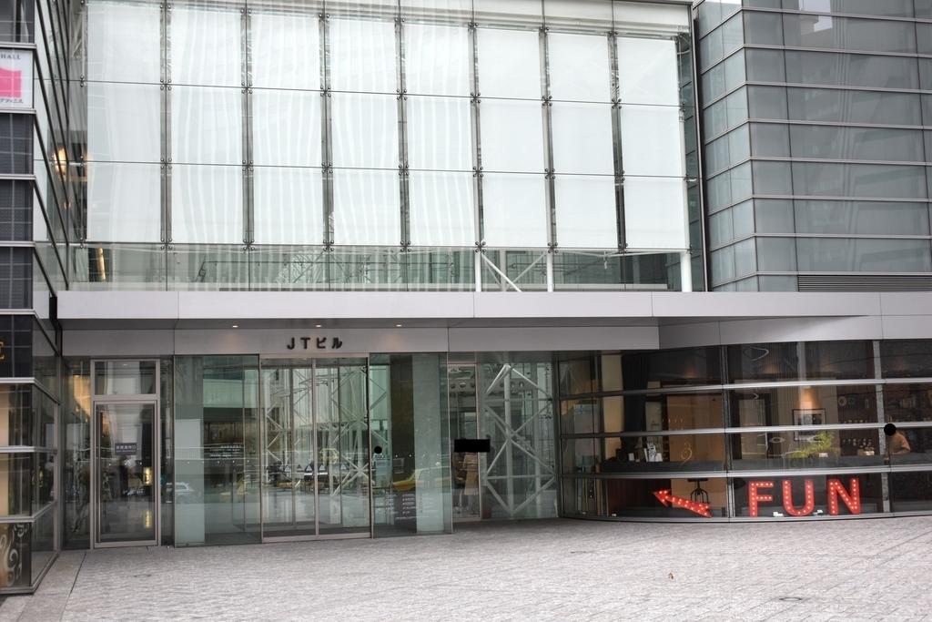 JT本社ビル入り口
