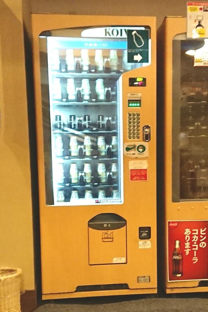 スケルトンタイプの自動販売機