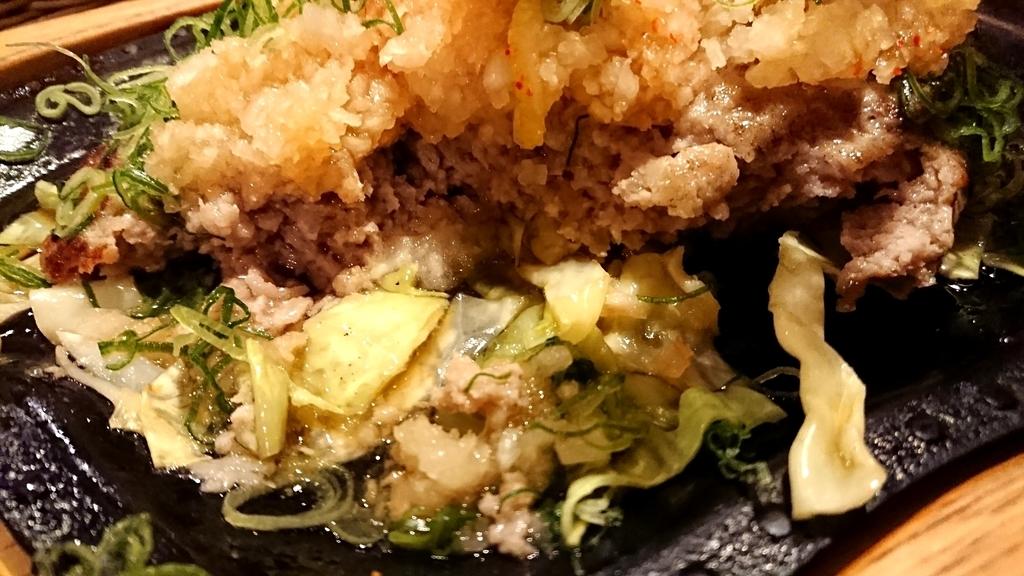 ねぎポンおろしバーグステーキの下には野菜