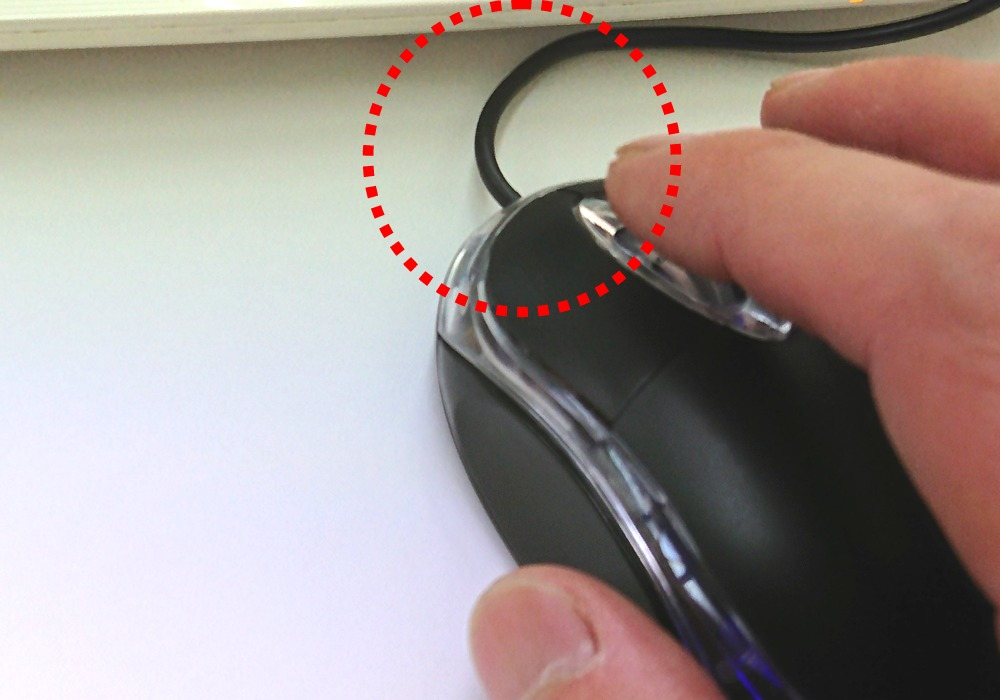 有線マウスコードのたわみ