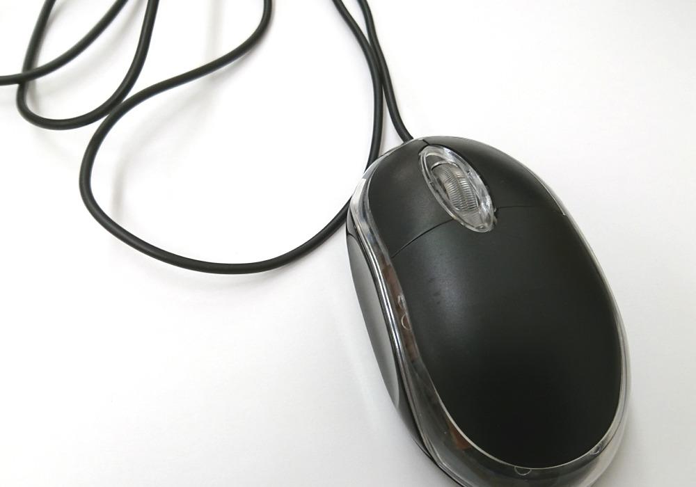 マウスの下にUSBコードが入り込む現象